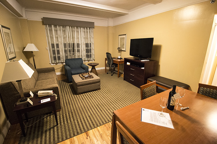 salon Apartamento Nueva York. BEST WESTERN PLUS Hospitality House